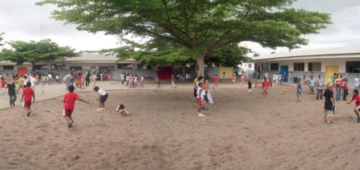 Une cours d'école au Gabon © http://ecolemixte-pog.eklablog.com
